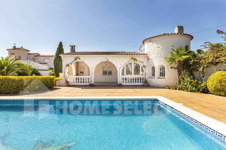Nice house for sale in Empuriabrava