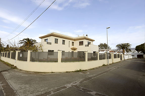 Empuriabrava, house for sale in a contemporary style, near the center