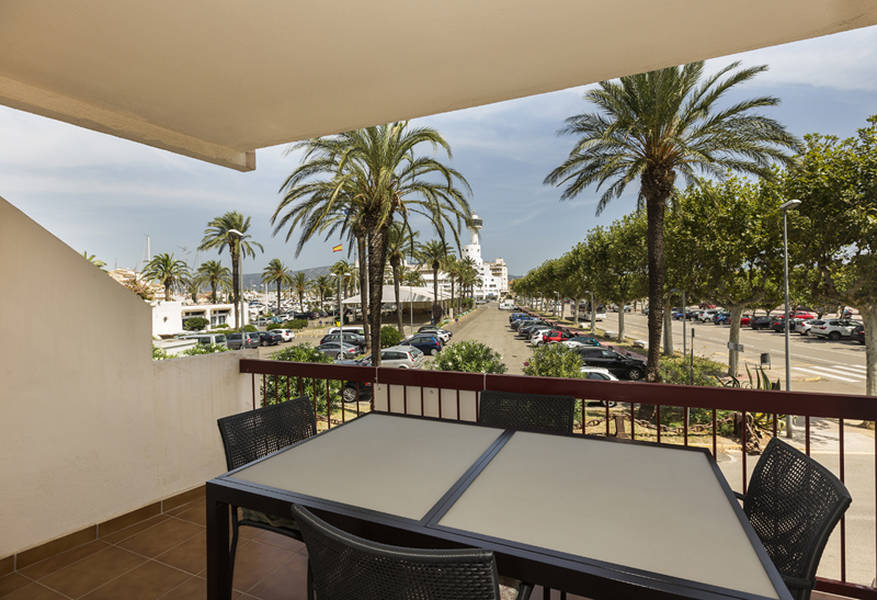 Modern 2 bedroom Appartment situated in the harbour of Empuriabrava.