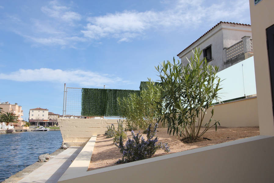 Empuriabrava, New promotion of detached house with pool and garage
