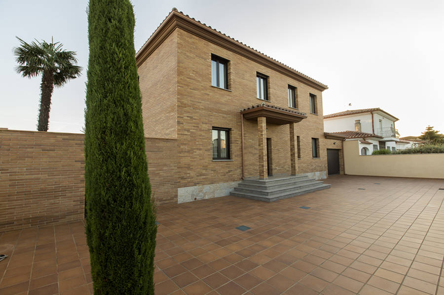 Empuriabrava, House for sale with 5 bedrooms, 25M mooring and pool