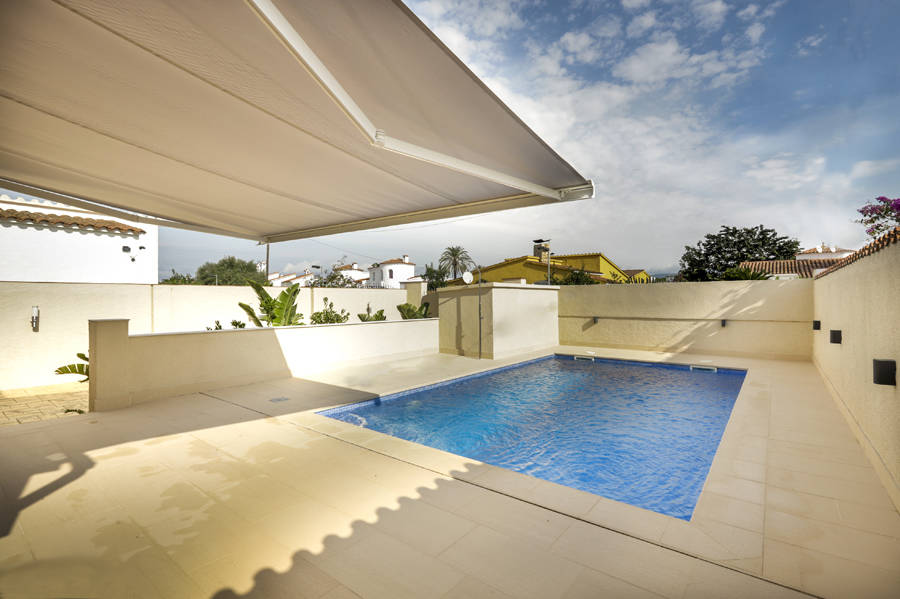Renovated villa in Empuriabrava