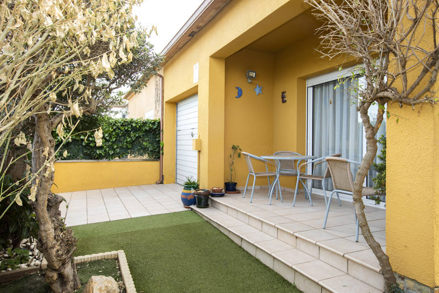 Nice house in Sant Pere Pescador with pool and garage