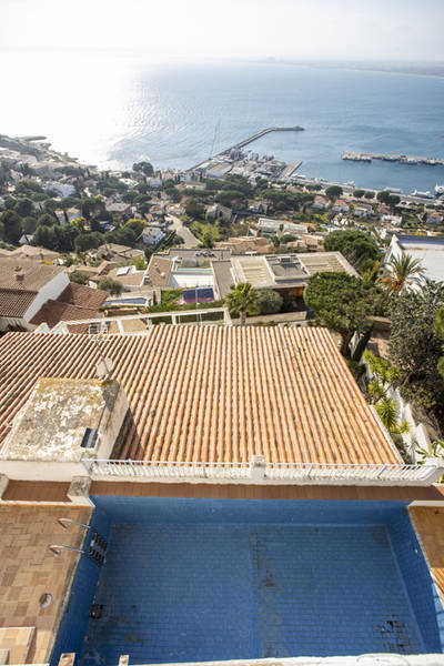 Villa in Roses with fantastic views over the sea