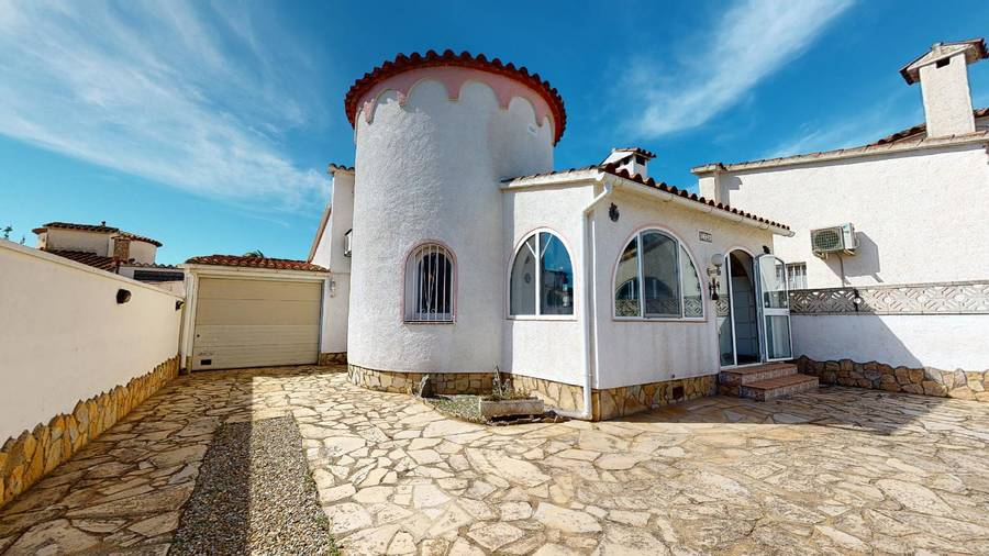 House in quiet area in Empuriabrava