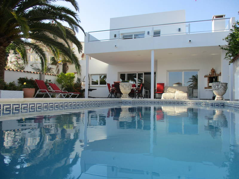 Empuriabrava, house for sale with 4 bedrooms, 12.5 m mooring and pool