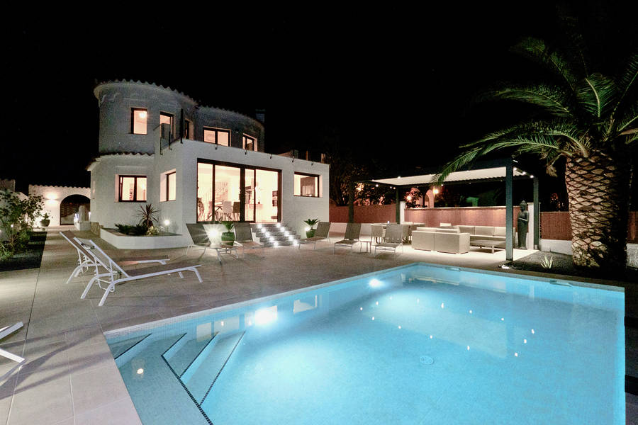 Empuriabrava, House for sale with 5 suites, 14.5M mooring and pool